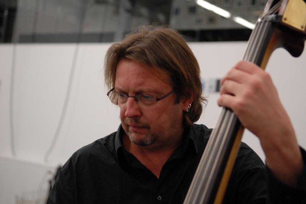 Harald Neirinckx, bezieler van Zonkofanfare - gastbassist in tal van muzikale projecten